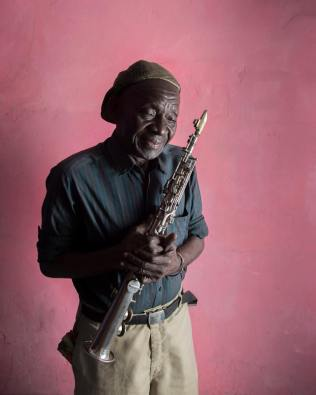 Paul Mayena, dit Mayplau, saxophoniste de Bakolo Music International