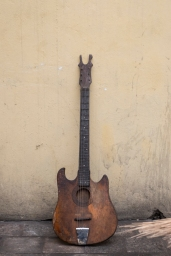 Guitar made in Congo ©Eloisa d'Orsi