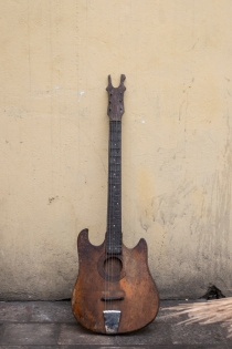 Guitar made in Congo ©Eloisa d'Orsi